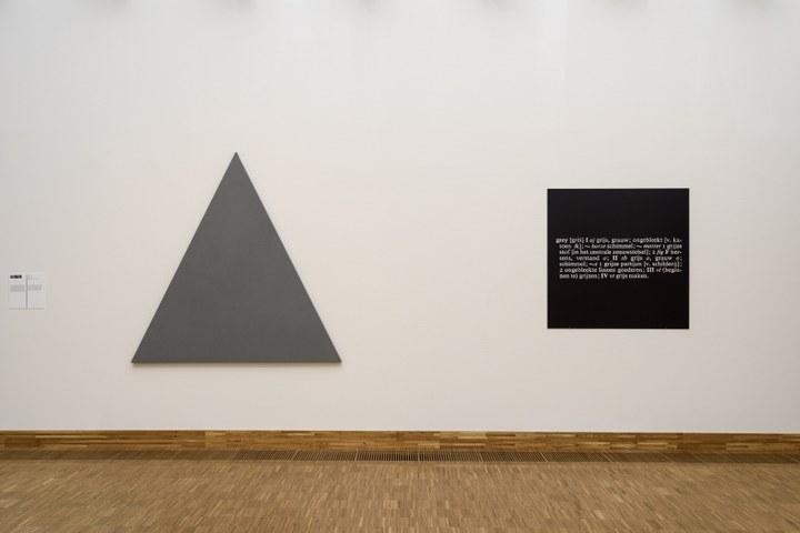 Zaaloverzicht De kleuren van De Stijl met Alan Charlton en Joseph Kosuth