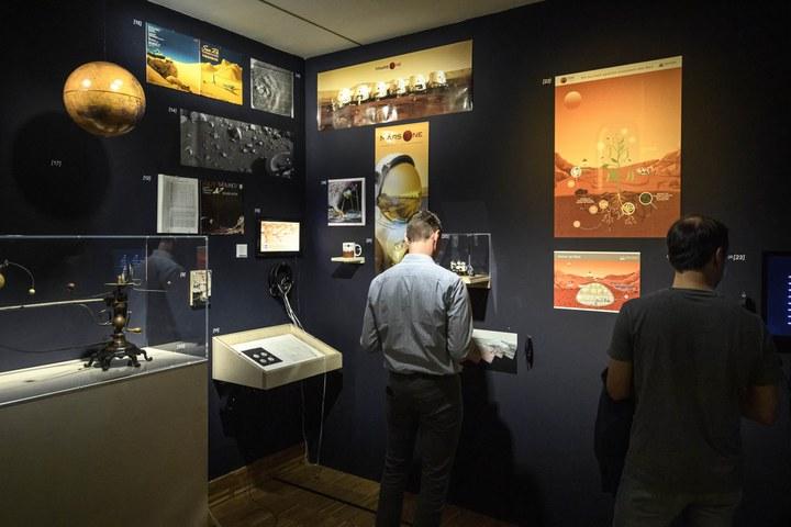 Marsruimte en tijdlijn door Govert Schilling