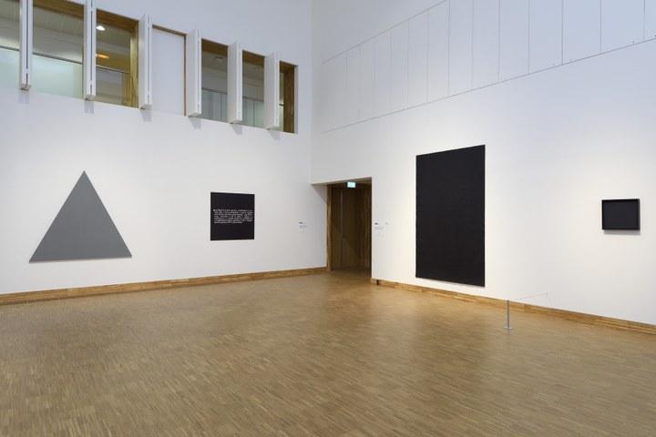 Zaaloverzicht De kleuren van De Stijl met Alan Charlton, Joseph Kosuth, Richard Serra en Ad Reinhardt