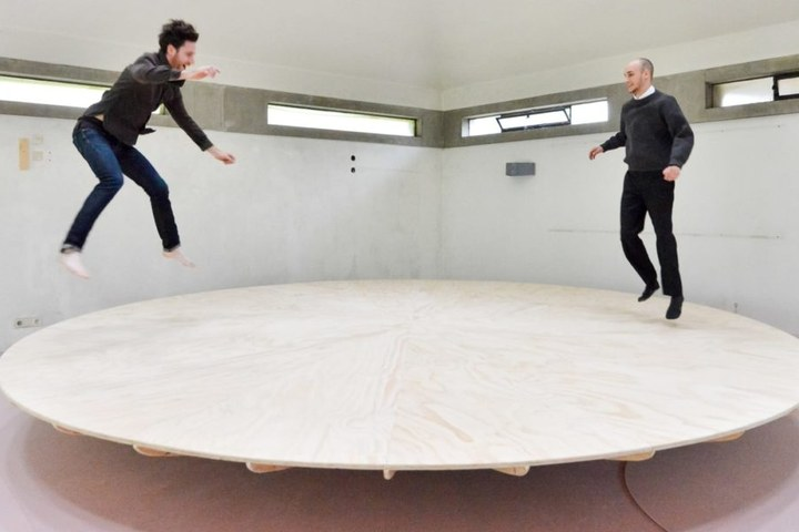 Julien Thomas, Conversation-Balance 1920px-1080x608