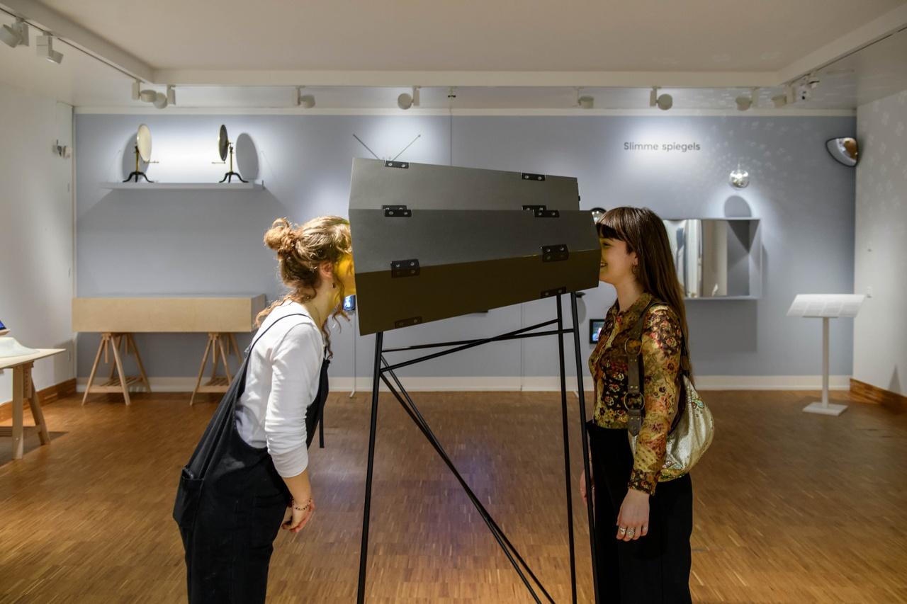 Zaaloverzicht Mirror Mirror met Olafur Eliasson. Foto Mike Bink.jpg