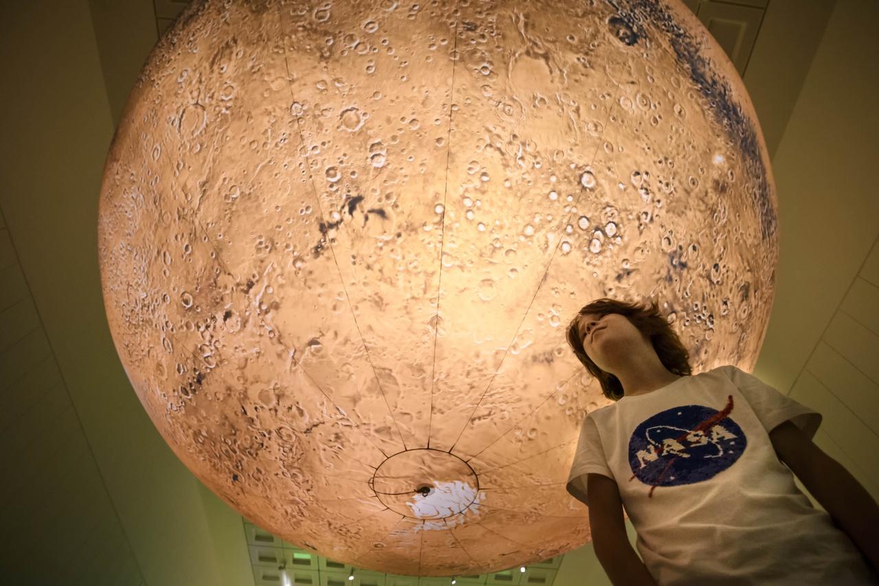 Luke Jerram, Mars, 2019. Foto: Mike Bink