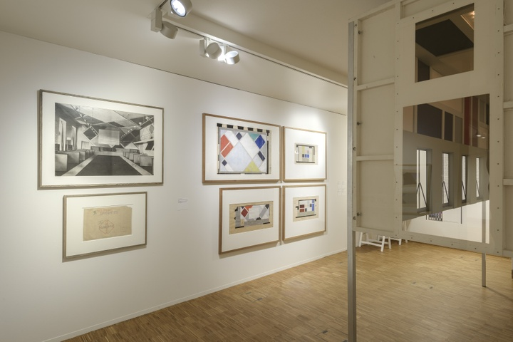 Zaaloverzicht De kleuren van De Stijl met werk Theo van Doesburg