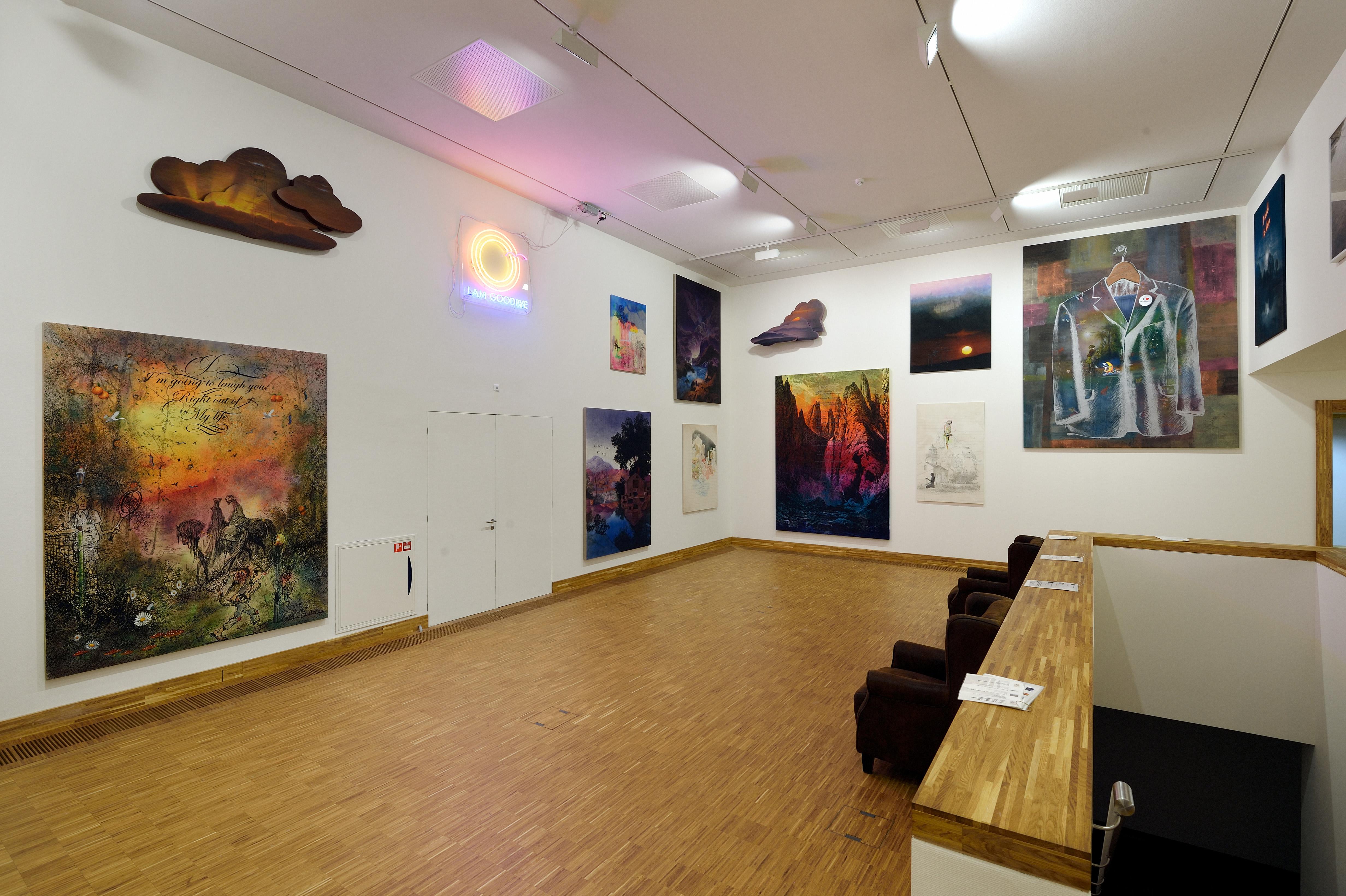 Zaaloverzicht Self-Fiction met werk van Friedrich Kunath