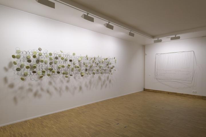 Zaaloverzicht Tell Freedom met werk van Bronwyn Katz